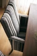 Modern bútorszövet, fekete-fehér csíkozással
