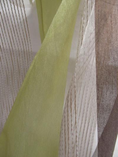 1 Csíkos-modern-fényáteresztő-függöny