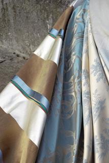 Klassszikus függöny, kék-fehér-arany színekben
